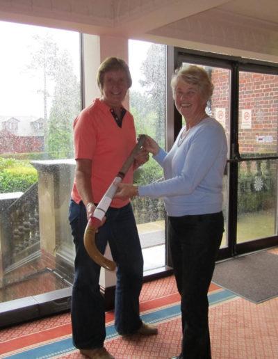 021 Barbara & Jean with Maureen Short's hockey stick 01