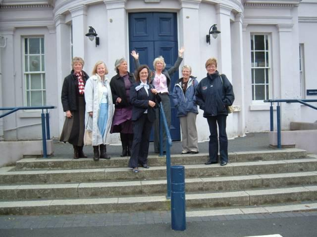 18 Members of 1968 set revisit Barkhill